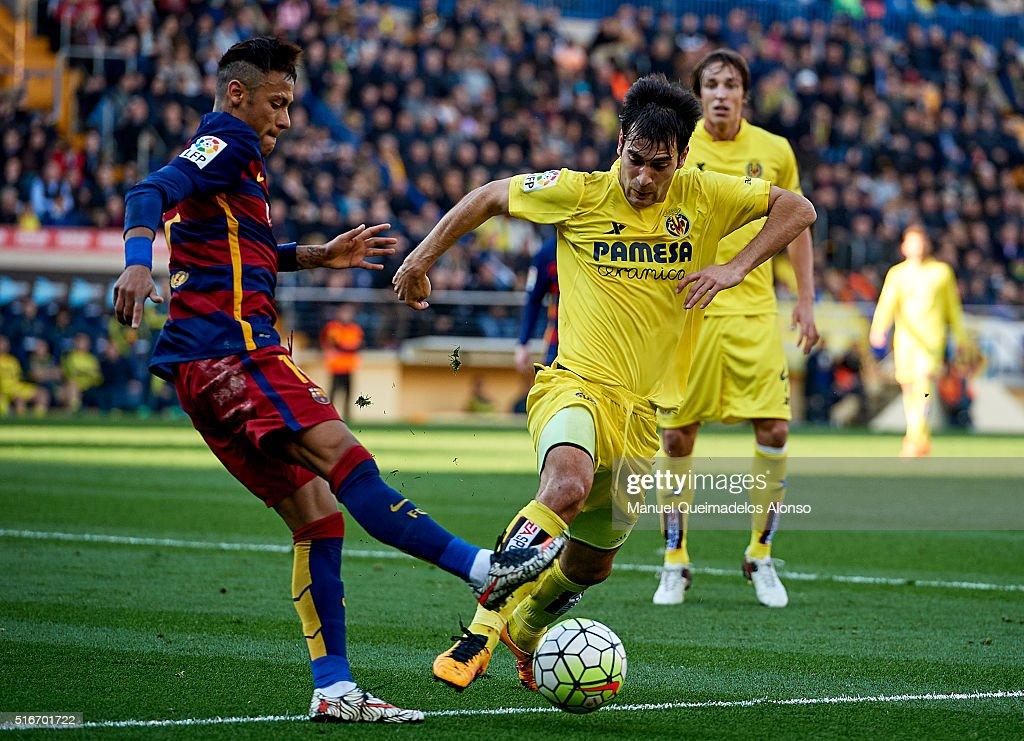 Manuel Trigueros (R) of Villarreal is tackled by Neymar JR of Barcelona during the La Liga match between Villarreal CF and FC Barcelona at El Madrigal on March 20, 2016 in Villarreal, Spain.