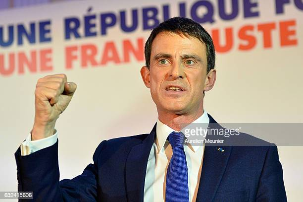 Manuel Valls reacts after delivering a speech after finishing second in the first Left Wing Primary on January 22 2017 in Paris France Manuel Valls...