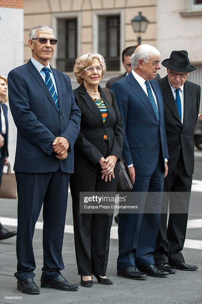 <a gi-track='captionPersonalityLinkClicked' href=/galleries/search?phrase=Manuela+Carmena&family=editorial&specificpeople=6089556 ng-click='$event.stopPropagation()'>Manuela Carmena</a> (2L) and Francisco Gonzalez (2R) attend the opening of the painting exhibition 'The Bosch' at El Prado Museum on May 30, 2016 in Madrid, Spain.