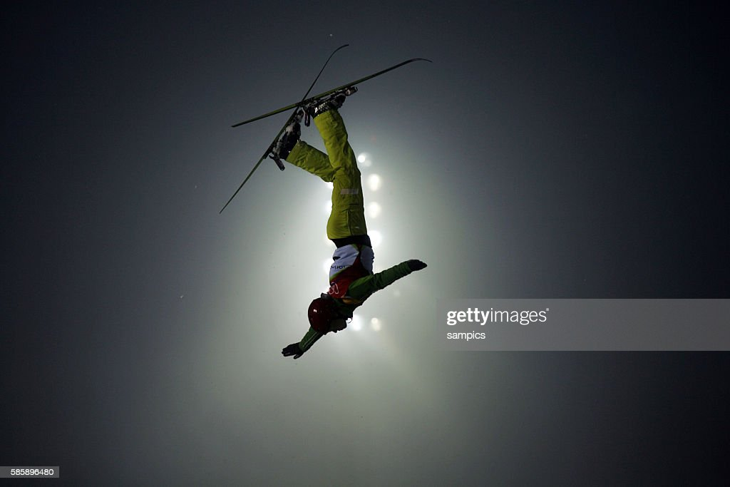 Manuela Mueller SUI Frauen Aerials Freestyle Sprung Finale olympische Winterspiele in Turin 2006 olympic winter games in torino 2006
