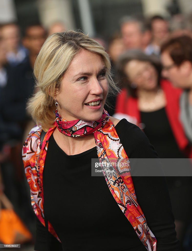 <a gi-track='captionPersonalityLinkClicked' href=/galleries/search?phrase=Manuela+Schwesig&family=editorial&specificpeople=6048691 ng-click='$event.stopPropagation()'>Manuela Schwesig</a> of the German Social Democrats (SPD) arrives for coalition negotiations at the headquarters of the German Christian Democrats (CDU) on October 23, 2013 in Berlin, Germany. The CDU and SPD are meeting for the first day of negotiations in order to create a new coalition government following recent elections in Germany.