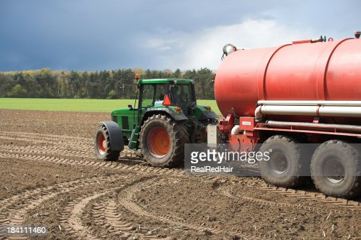 Manure tank with tractor