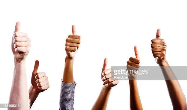 De nombreuses mains mixte pour approuver pouce levé signe contre blanc