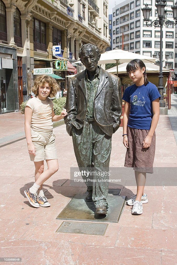 Manzie Tio (R) and Bechet Dumaine Allen (L) pose with Woody Allen sculpture on August 24, 2010 in Oviedo, Spain.