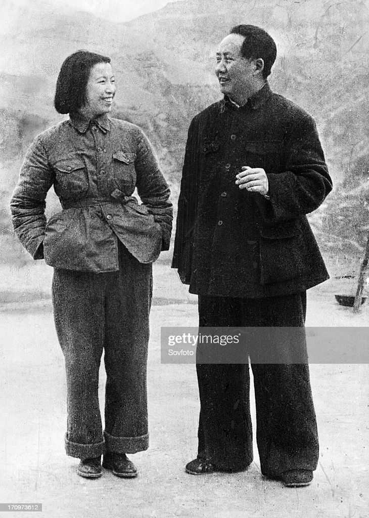 Mao zedong with his wife jiang qing about 1945