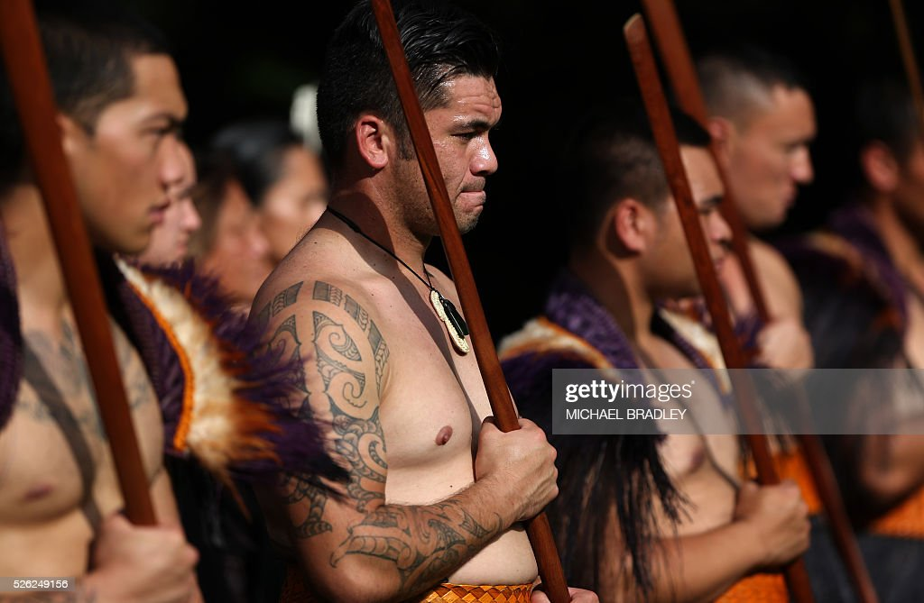 Maori men gather before the arrival of Indian President Pranab Mukherjee at Government House in Auckland on April 30, 2016. Mukherjee is in New Zealand for a three-day official visit. / AFP / MICHAEL