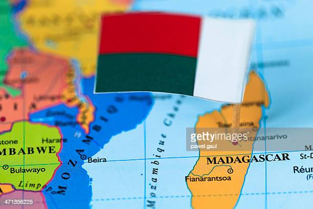 Carte et drapeau de Madagascar