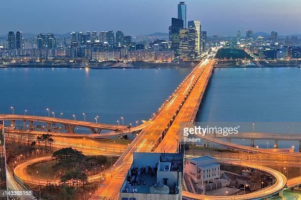 Mapo Bridge at dusk