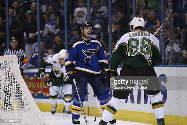 Mar 09 2007 St Louis MO USA Dallas Stars ERIC LINDROS against St Louis Blues BARRET JACKMAN at the Scottrade Center in St Louis Mo on March 6 2007...