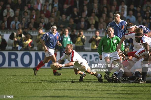 Dewi Morris of England dives as he passes the ball during the 1994 Five Nations Championship match between France and England at the Parc des Princes...
