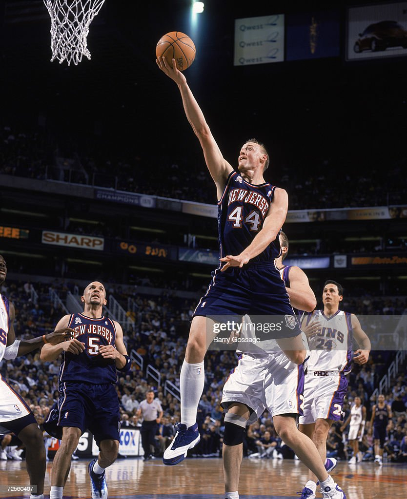 Keith Van Horn 44 of the New Jersey Nets shoots
