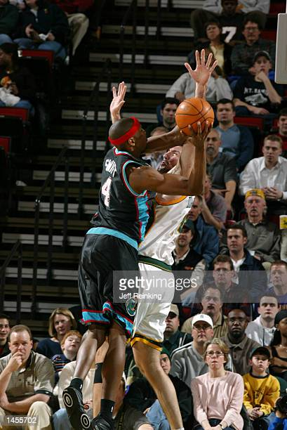 Stromile Swift of the Memphis Grizzlies shoots over Predrag Drobnjak of the Seattle SuperSonics at Key Arena in Seattle Washington DIGITAL IMAGE Note...