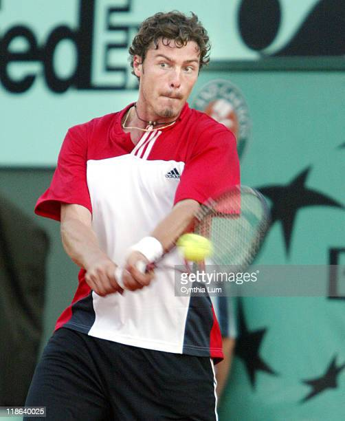 Marat Safin had to go five sets before winning his French Open match against Potito Starace 67 64 36 75 75