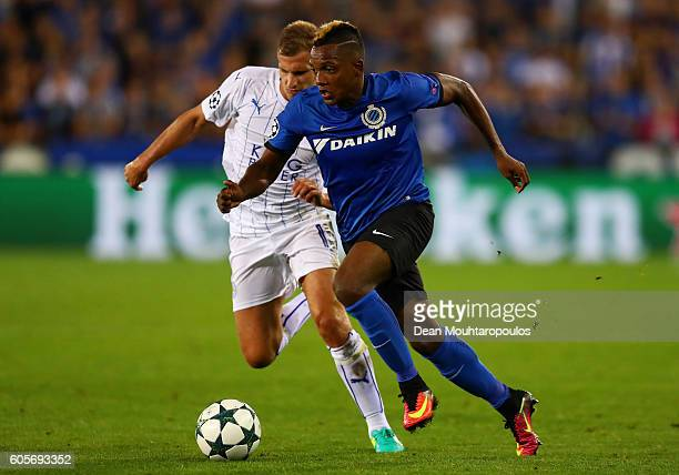 Marc Albrighton of Leicester City and Jose Izquierdo of Club Brugge in action during the UEFA Champions League match between Club Brugge KV and...