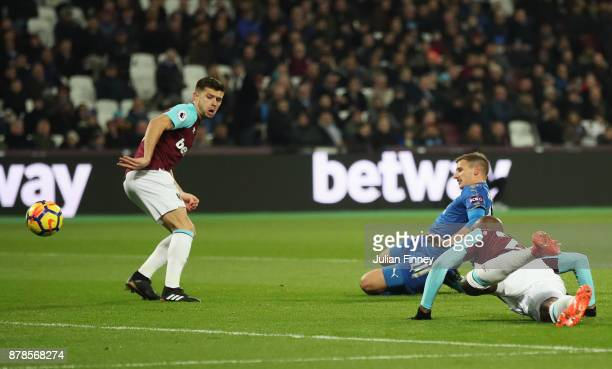 Marc Albrighton of Leicester City scores their first goal during the Premier League match between West Ham United and Leicester City at London...