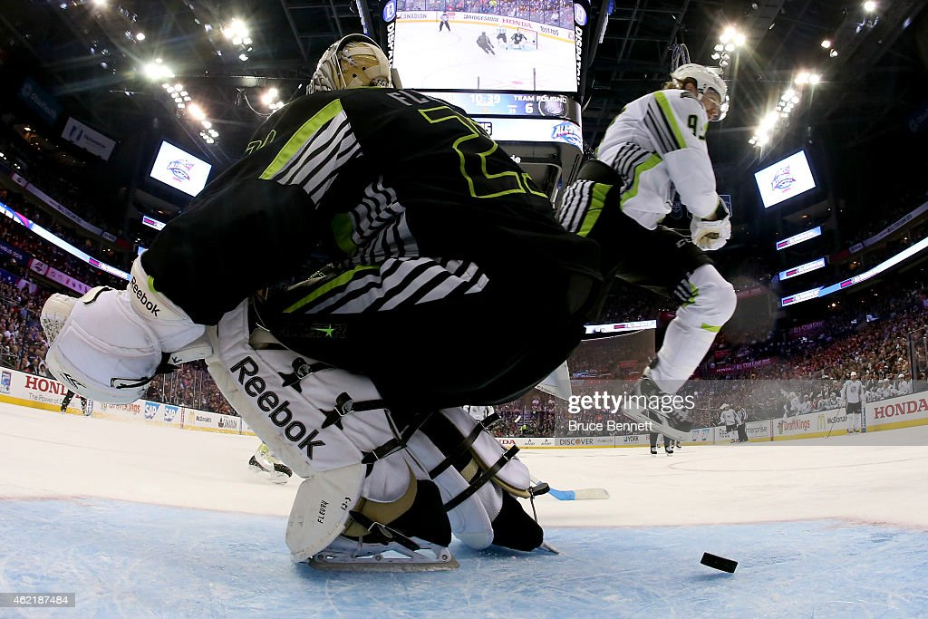 Marc AndreFleury of the Pittsburgh Penguins and Team Foligno defends against Jakub Voracek of the Philadelphia Flyers and Team Toews in the second...