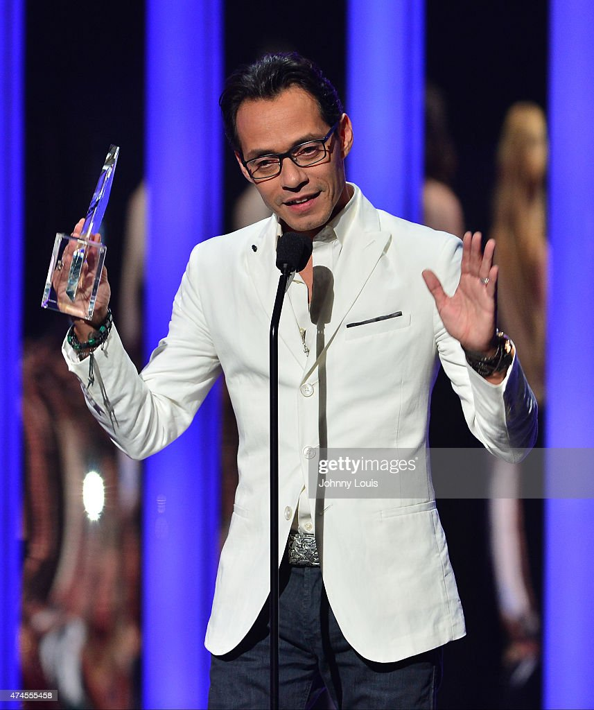 Marc Anthony onstage accepts award at the 2015 Billboard Latin Music Awards presented by State Farm on Telemundo at Bank United Center on April 30, 2015 in Miami, Florida.