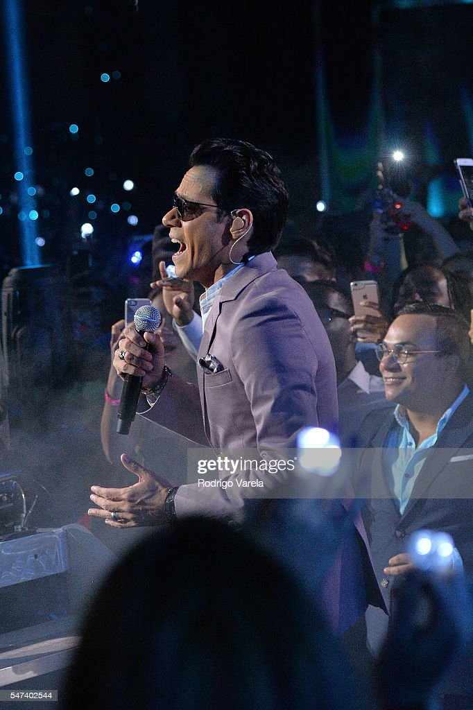 Marc Anthony performs onstage at the Univision's 13th Edition Of Premios Juventud Youth Awards at Bank United Center on July 14 2016 in Miami Florida