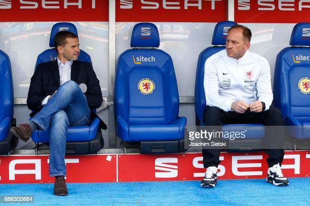 Marc Arnold and Coach Torsten Lieberknecht of Braunschweig before the Second Bundesliga match between Eintracht Braunschweig and Karlsruher SC at...