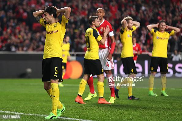 SL Benfica v Borussia Dortmund - UEFA Champions League Round of 16: First Leg : News Photo