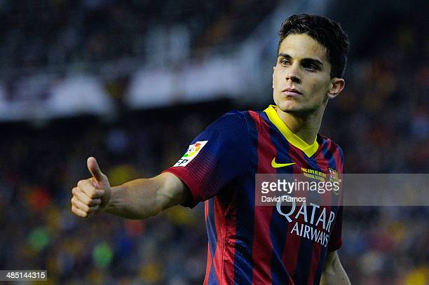 Marc Bartra of FC Barcelona gves his thumbs up during the Copa del Rey Final between Real Madrid and FC Barcelona at Estadio Mestalla on April 16...