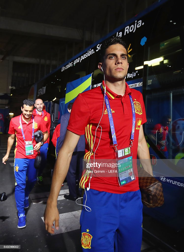 <a gi-track='captionPersonalityLinkClicked' href=/galleries/search?phrase=Marc+Bartra&family=editorial&specificpeople=6733759 ng-click='$event.stopPropagation()'>Marc Bartra</a> of Spain is seen on arrival at the stadium prior to the UEFA EURO 2016 round of 16 match between Italy and Spain at Stade de France on June 27, 2016 in Paris, France.