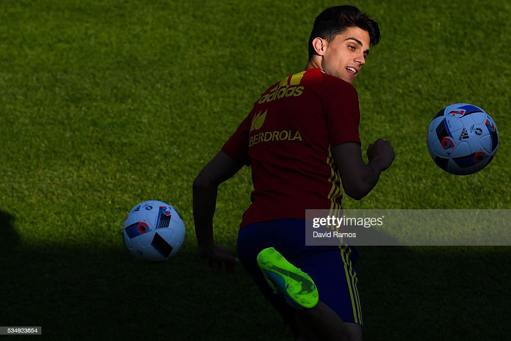 <a gi-track='captionPersonalityLinkClicked' href=/galleries/search?phrase=Marc+Bartra&family=editorial&specificpeople=6733759 ng-click='$event.stopPropagation()'>Marc Bartra</a> of Spain juggles the ball during training session on May 28, 2016 in Schruns, Austria.