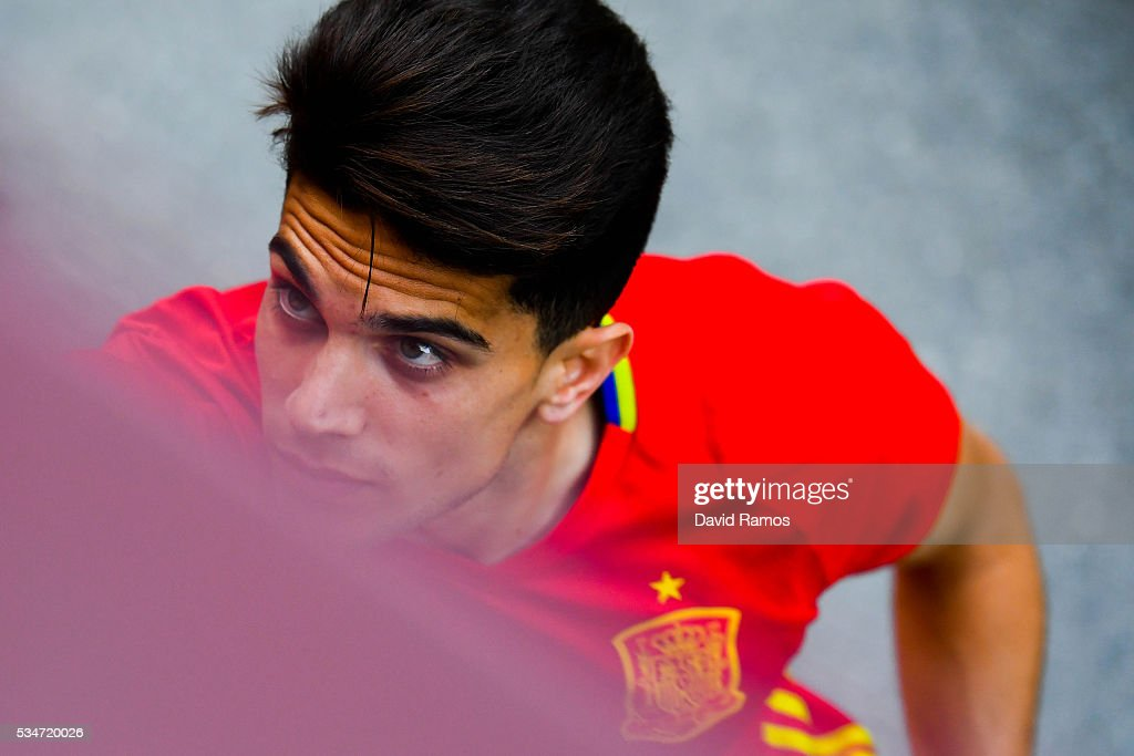 <a gi-track='captionPersonalityLinkClicked' href=/galleries/search?phrase=Marc+Bartra&family=editorial&specificpeople=6733759 ng-click='$event.stopPropagation()'>Marc Bartra</a> of Spain looks on during a training session on May 27, 2016 in Schruns, Austria.
