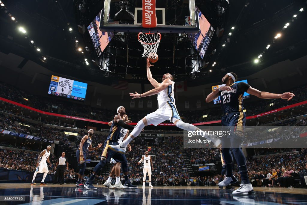 Marc Gasol #33 of the Memphis Grizzlies drives to the basket against the New Orleans Pelicans during the 2017-18 regular season game on October 18, 2017 at FedExForum in Memphis, Tennessee.