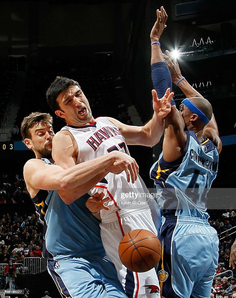 Marc Gasol #33 of the Memphis Grizzlies fouls Zaza Pachulia #27 of the Atlanta Hawks at Philips Arena on February 2, 2012 in Atlanta, Georgia.