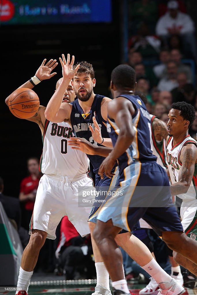 Marc Gasol #33 of the Memphis Grizzlies passes against Drew Gooden #0 of the Milwaukee Bucks on March 31, 2012 at the Bradley Center in Milwaukee, Wisconsin.