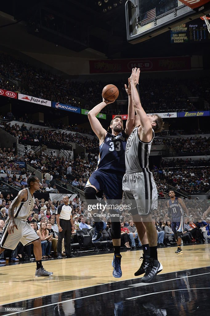 Marc Gasol #33 of the Memphis Grizzlies shoots against Tiago Splitter #22 of the San Antonio Spurs at the AT&T Center on October 30, 2013 in San Antonio, Texas.