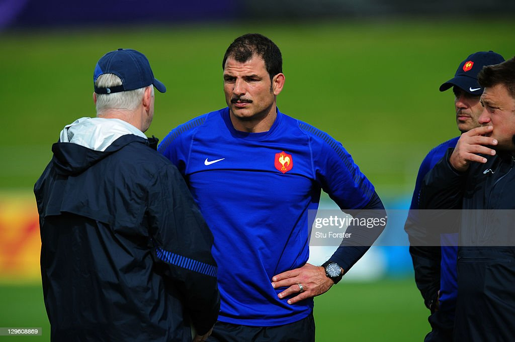 Marc Lievremont (C) the head coach of France speaks with defence coach Dave Ellis (L) during a France IRB Rugby World Cup 2011 training session at Onewa Domain on October 19, 2011 in Takapuna, New Zealand.