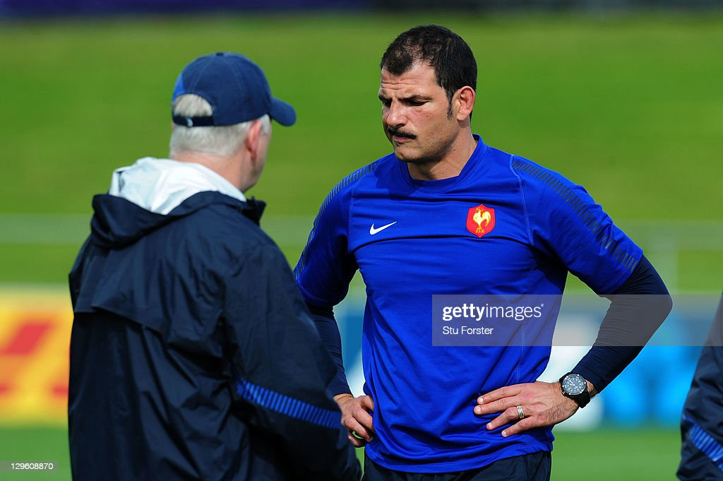 Marc Lievremont (R) the head coach of France speaks with defence coach Dave Ellis (L) during a France IRB Rugby World Cup 2011 training session at Onewa Domain on October 19, 2011 in Takapuna, New Zealand.