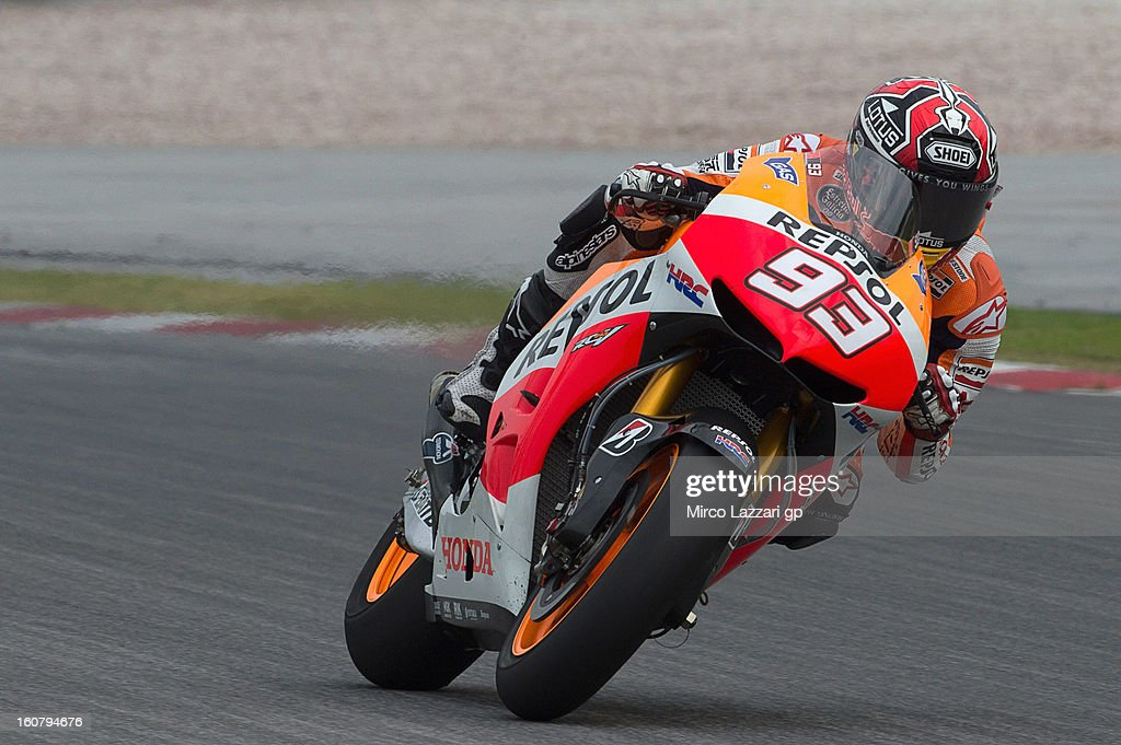 <a gi-track='captionPersonalityLinkClicked' href=/galleries/search?phrase=Marc+Marquez&family=editorial&specificpeople=5409395 ng-click='$event.stopPropagation()'>Marc Marquez</a> of Spain and Repsol Honda Team heads down a straight during the MotoGP Tests in Sepang - Day Four at Sepang Circuit on February 6, 2013 in Kuala Lumpur, Malaysia.