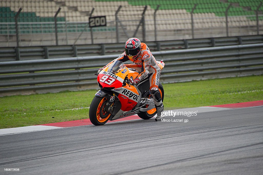 <a gi-track='captionPersonalityLinkClicked' href=/galleries/search?phrase=Marc+Marquez&family=editorial&specificpeople=5409395 ng-click='$event.stopPropagation()'>Marc Marquez</a> of Spain and Repsol Honda Team heads down a straight during the MotoGP Tests in Sepang - Day Five at Sepang Circuit on February 7, 2013 in Kuala Lumpur, Malaysia.