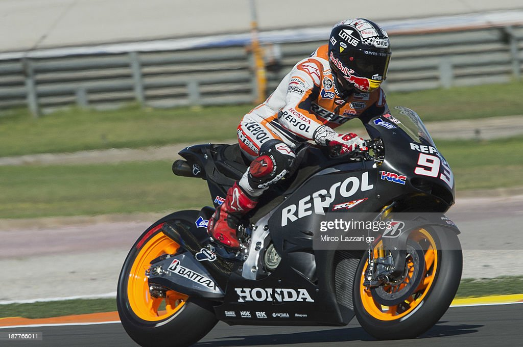 <a gi-track='captionPersonalityLinkClicked' href=/galleries/search?phrase=Marc+Marquez&family=editorial&specificpeople=5409395 ng-click='$event.stopPropagation()'>Marc Marquez</a> of Spain and Repsol Honda Team (with the new bike and new helmet) heads down a straight during the MotoGP Tests in Valencia - Day 2 at Ricardo Tormo Circuit on November 12, 2013 in Valencia, Spain.