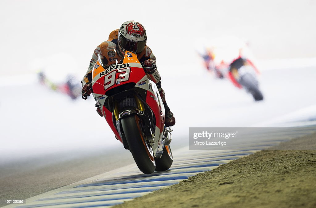 <a gi-track='captionPersonalityLinkClicked' href=/galleries/search?phrase=Marc+Marquez&family=editorial&specificpeople=5409395 ng-click='$event.stopPropagation()'>Marc Marquez</a> of Spain and Repsol Honda Team heads down a straight during the MotoGP race during the MotoGP Of Japan - Race at Twin Ring Motegi on October 12, 2014 in Motegi, Japan.