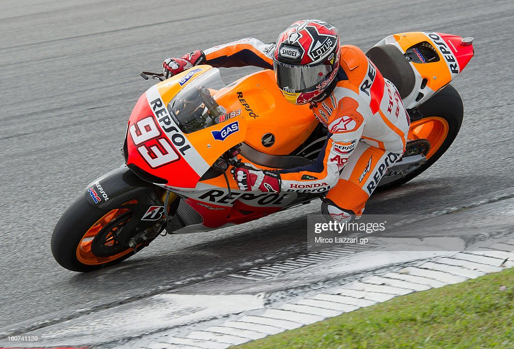 <a gi-track='captionPersonalityLinkClicked' href=/galleries/search?phrase=Marc+Marquez&family=editorial&specificpeople=5409395 ng-click='$event.stopPropagation()'>Marc Marquez</a> of Spain and Repsol Honda Team rounds the bend during the MotoGP Tests in Sepang - Day Three at Sepang Circuit on February 5, 2013 in Kuala Lumpur, Malaysia.
