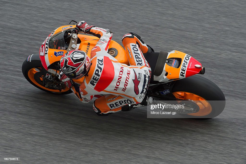 <a gi-track='captionPersonalityLinkClicked' href=/galleries/search?phrase=Marc+Marquez&family=editorial&specificpeople=5409395 ng-click='$event.stopPropagation()'>Marc Marquez</a> of Spain and Repsol Honda Team rounds the bend during the MotoGP Tests in Sepang - Day Four at Sepang Circuit on February 6, 2013 in Kuala Lumpur, Malaysia.