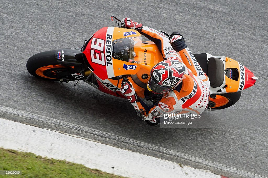 <a gi-track='captionPersonalityLinkClicked' href=/galleries/search?phrase=Marc+Marquez&family=editorial&specificpeople=5409395 ng-click='$event.stopPropagation()'>Marc Marquez</a> of Spain and Repsol Honda Team rounds the bend during MotoGP Tests in Sepang - Day Three at Sepang Circuit on February 28, 2013 in Kuala Lumpur, Malaysia.