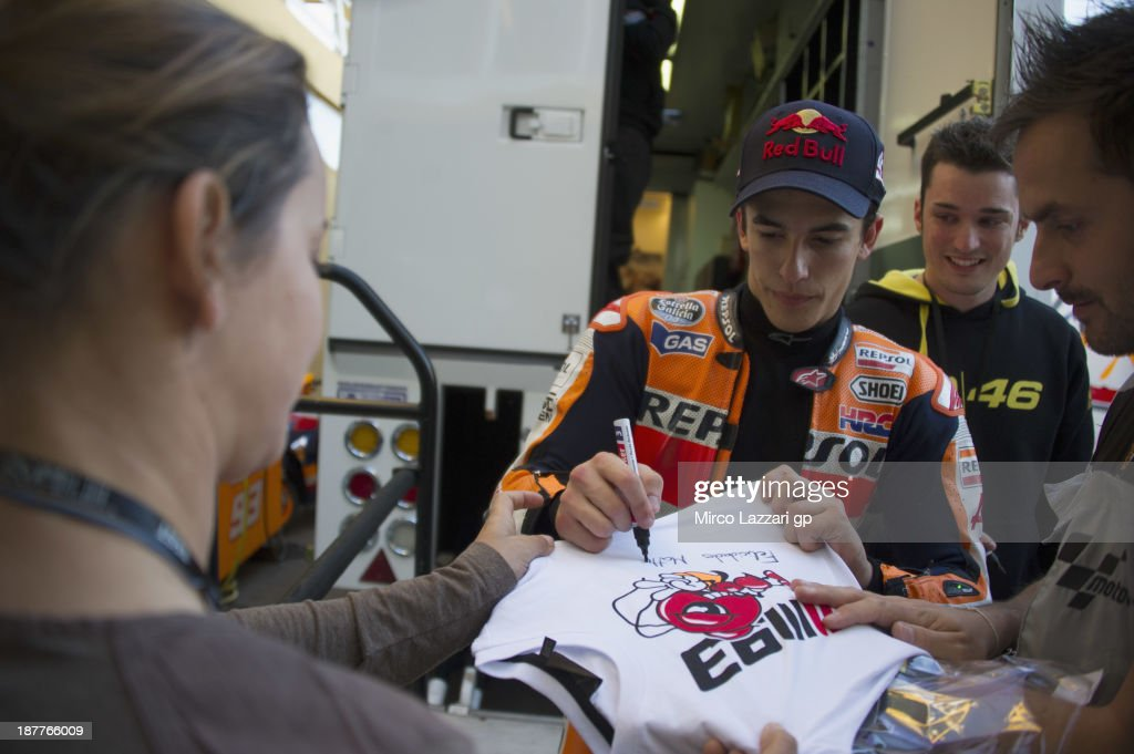 Marc Marquez of Spain and Repsol Honda Team signs autographs for fans during the MotoGP Tests in Valencia - Day 2 at Ricardo Tormo Circuit on November 12, 2013 in Valencia, Spain.