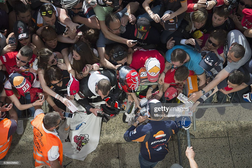 Marc Marquez of Spain and Repsol Honda Team signs autographs for fans in pit during the MotoGp of France - Press Conference on May 5, 2016 in Le Mans, France.