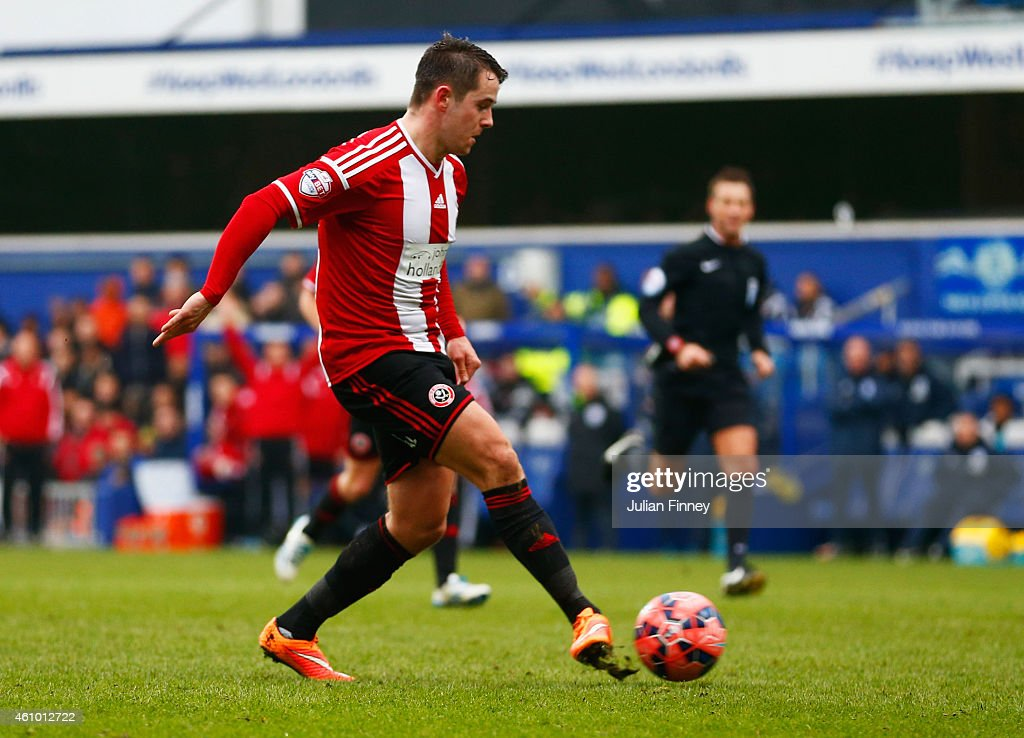 Marc McNulty of Sheffield United scores their first goal during the FA Cup Third Round match between Queens Park Rangers and Sheffield United at Loftus Road on January 4, 2015 in London, England.