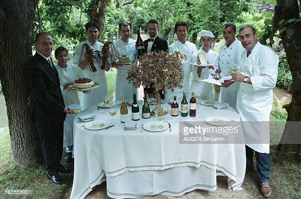 Marc Meneau In The Garden Of His Restaurant 'L'Esperance' SaintPère sous Vézelay 19 juillet 2001 Dans le jardin de son restaurant 'L'Espérance' le...