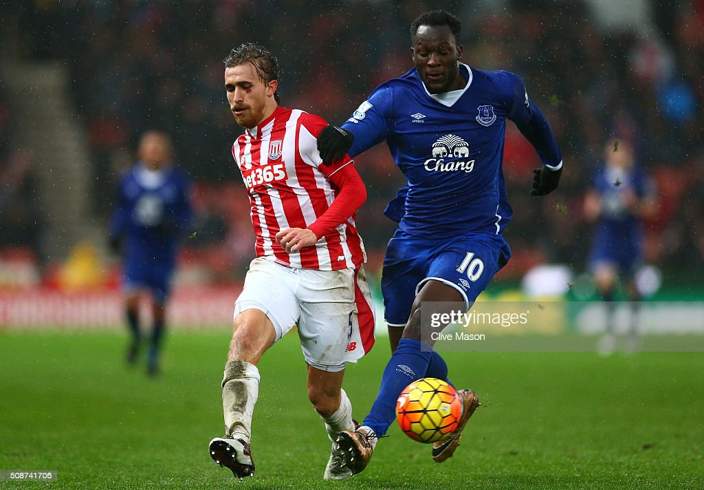 <a gi-track='captionPersonalityLinkClicked' href=/galleries/search?phrase=Marc+Muniesa&family=editorial&specificpeople=5848057 ng-click='$event.stopPropagation()'>Marc Muniesa</a> of Stoke City and <a gi-track='captionPersonalityLinkClicked' href=/galleries/search?phrase=Romelu+Lukaku&family=editorial&specificpeople=6342802 ng-click='$event.stopPropagation()'>Romelu Lukaku</a> of Everton compete for the ball during the Barclays Premier League match between Stoke City and Everton at Britannia Stadium on February 6, 2016 in Stoke on Trentl, England.