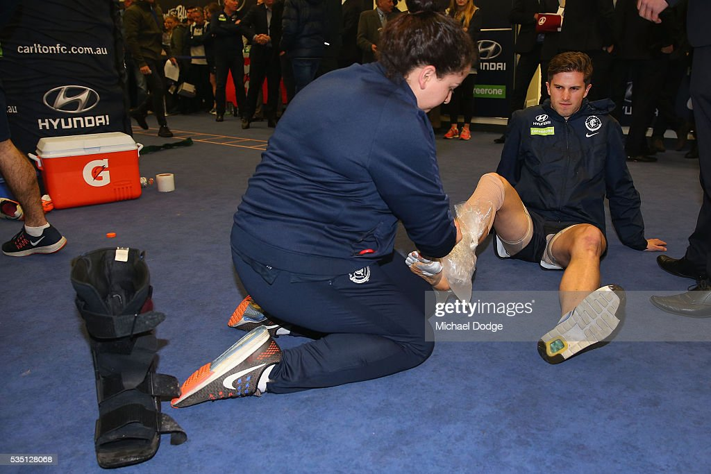 <a gi-track='captionPersonalityLinkClicked' href=/galleries/search?phrase=Marc+Murphy&family=editorial&specificpeople=545927 ng-click='$event.stopPropagation()'>Marc Murphy</a> of the Blues takes off his moonboot and ices his foot after their win in the round 10 AFL match between the Carlton Blues and the Geelong Cats at Etihad Stadium on May 29, 2016 in Melbourne, Australia.
