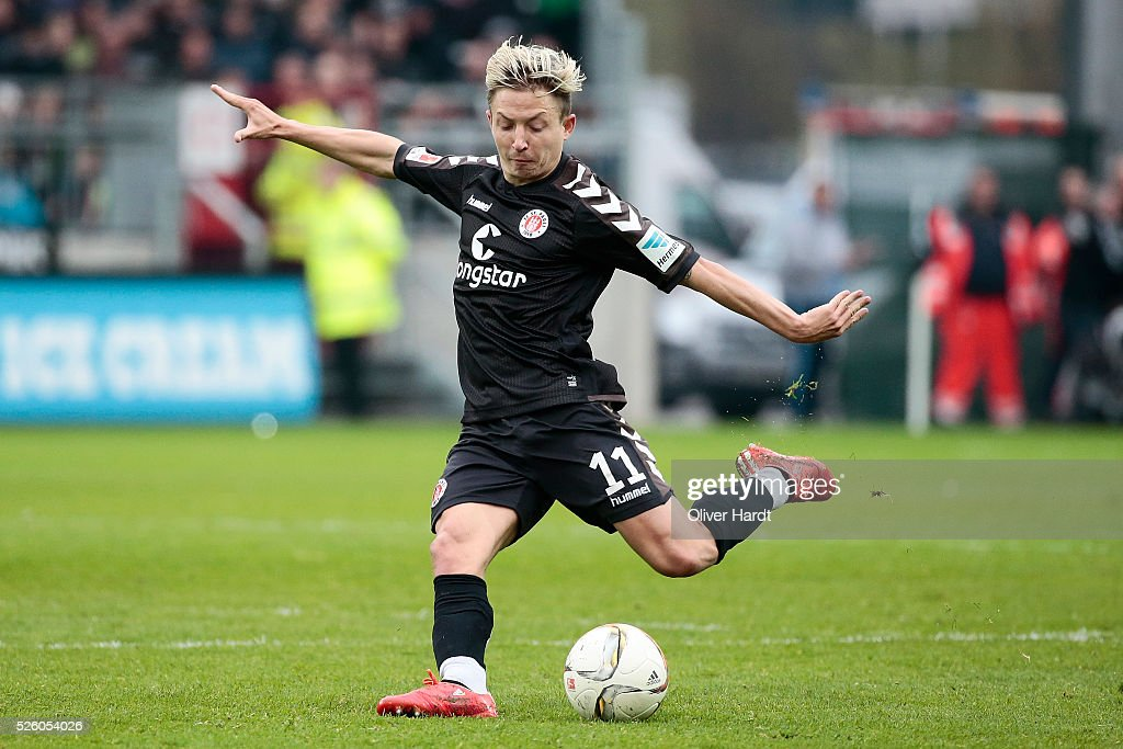 Marc Rzatkowski of Hamburg in action during the Second Bundesliga match between FC St. Pauli and 1860 Muenchen at Millerntor Stadium on April 29, 2016 in Hamburg, Germany.