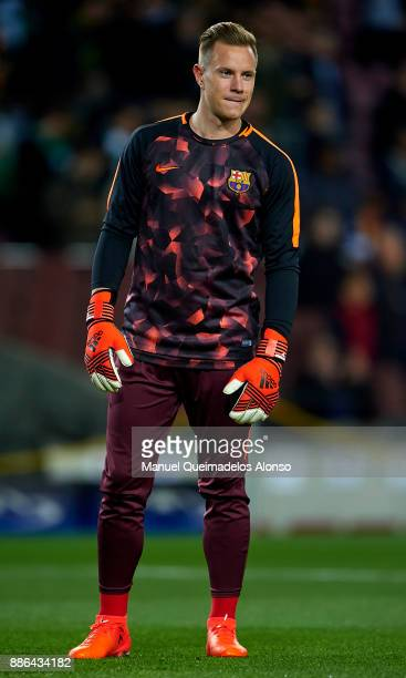 Marc Ter Stegen of FC Barcelona warms up prior to the UEFA Champions League group D match between FC Barcelona and Sporting CP at Camp Nou on...