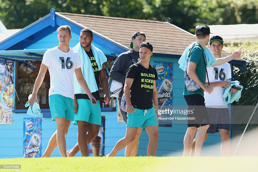 <a gi-track='captionPersonalityLinkClicked' href=/galleries/search?phrase=Marc-Andre+ter+Stegen&family=editorial&specificpeople=5528638 ng-click='$event.stopPropagation()'>Marc-Andre ter Stegen</a>, <a gi-track='captionPersonalityLinkClicked' href=/galleries/search?phrase=Jonathan+Tah&family=editorial&specificpeople=7917859 ng-click='$event.stopPropagation()'>Jonathan Tah</a>, <a gi-track='captionPersonalityLinkClicked' href=/galleries/search?phrase=Manuel+Neuer&family=editorial&specificpeople=764621 ng-click='$event.stopPropagation()'>Manuel Neuer</a>, <a gi-track='captionPersonalityLinkClicked' href=/galleries/search?phrase=Joshua+Kimmich&family=editorial&specificpeople=9479434 ng-click='$event.stopPropagation()'>Joshua Kimmich</a>, <a gi-track='captionPersonalityLinkClicked' href=/galleries/search?phrase=Andre+Schuerrle&family=editorial&specificpeople=5513825 ng-click='$event.stopPropagation()'>Andre Schuerrle</a> and <a gi-track='captionPersonalityLinkClicked' href=/galleries/search?phrase=Julian+Weigl&family=editorial&specificpeople=6850845 ng-click='$event.stopPropagation()'>Julian Weigl</a> of team Germany visit the public Evian swimming pool on June 28, 2016 in Evian-les-Bains, France.